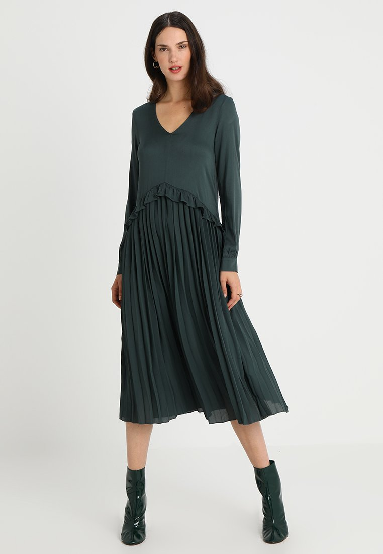 And Less - BAUDASARRA DRESS - Maxikleid - urban chic