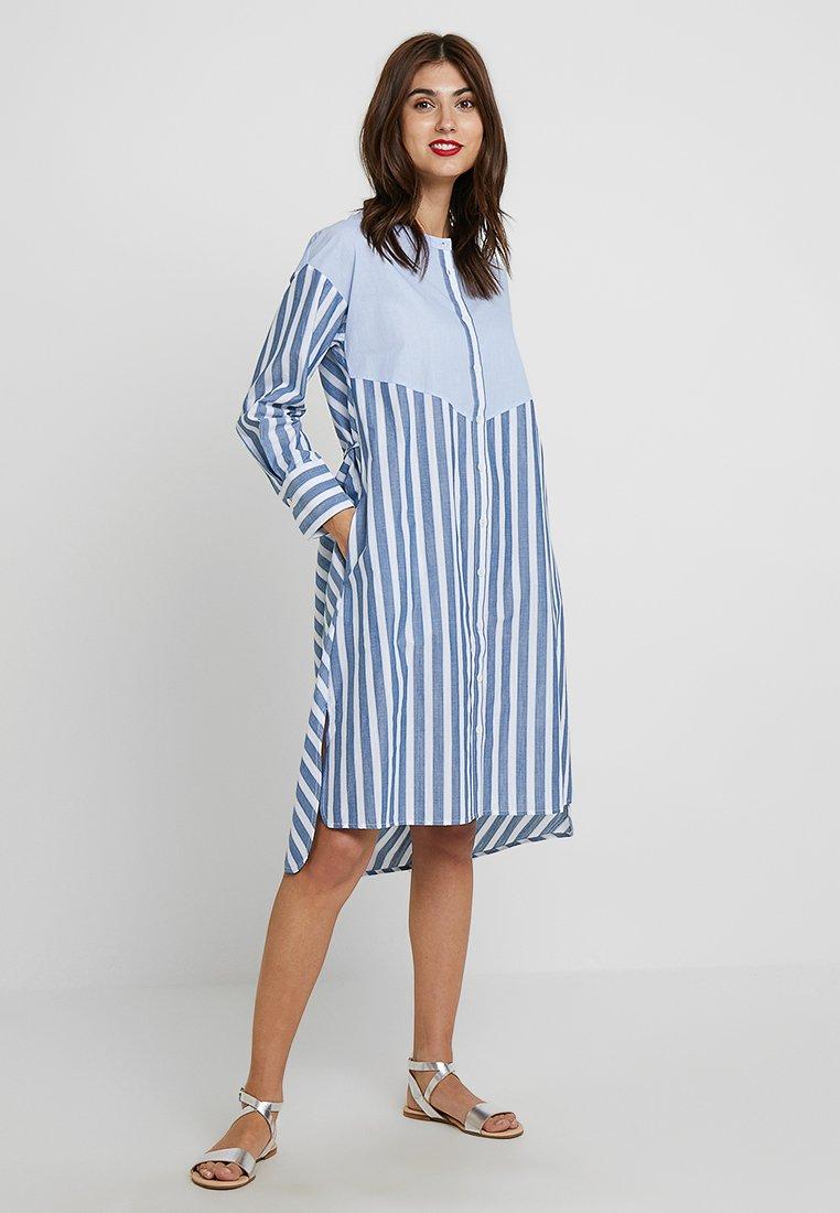 And Less - REMIGO DRESS - Shirt dress - moonlight