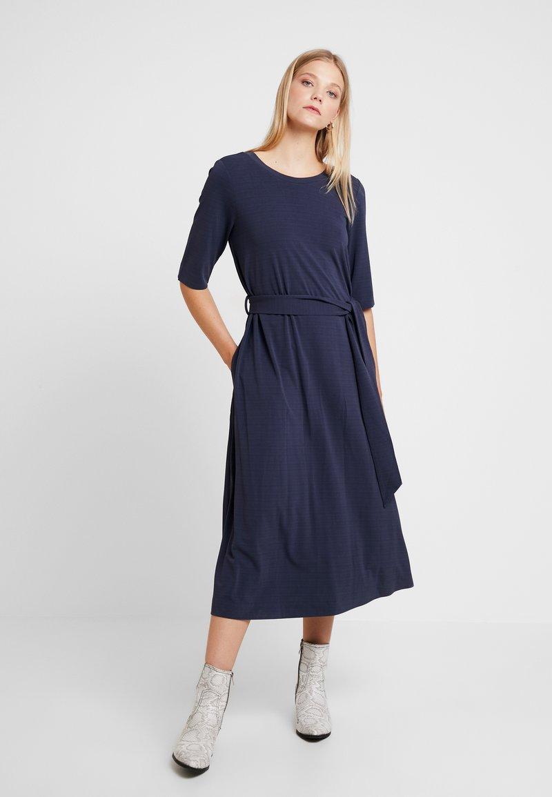 And Less - CATHERINA DRESS - Denní šaty - blue night