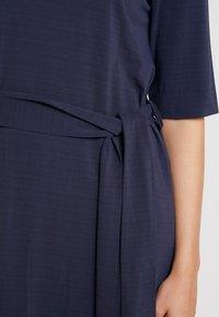 And Less - CATHERINA DRESS - Denní šaty - blue night - 6