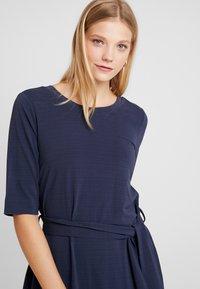 And Less - CATHERINA DRESS - Denní šaty - blue night - 4