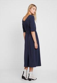 And Less - CATHERINA DRESS - Denní šaty - blue night - 3