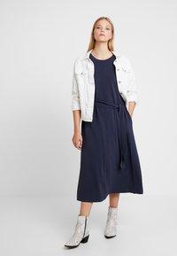And Less - CATHERINA DRESS - Denní šaty - blue night - 2
