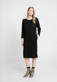 And Less - ALICEA DRESS - Žerzejové šaty - caviar - 0