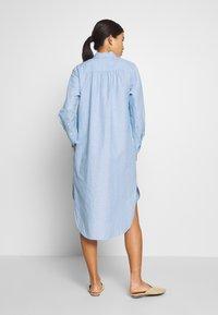 And Less - ALBANA DRESS - Košilové šaty - zen blue - 2