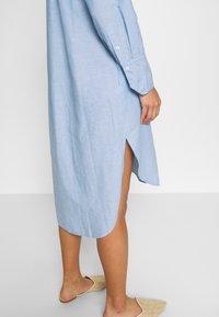 And Less - ALBANA DRESS - Košilové šaty - zen blue - 6