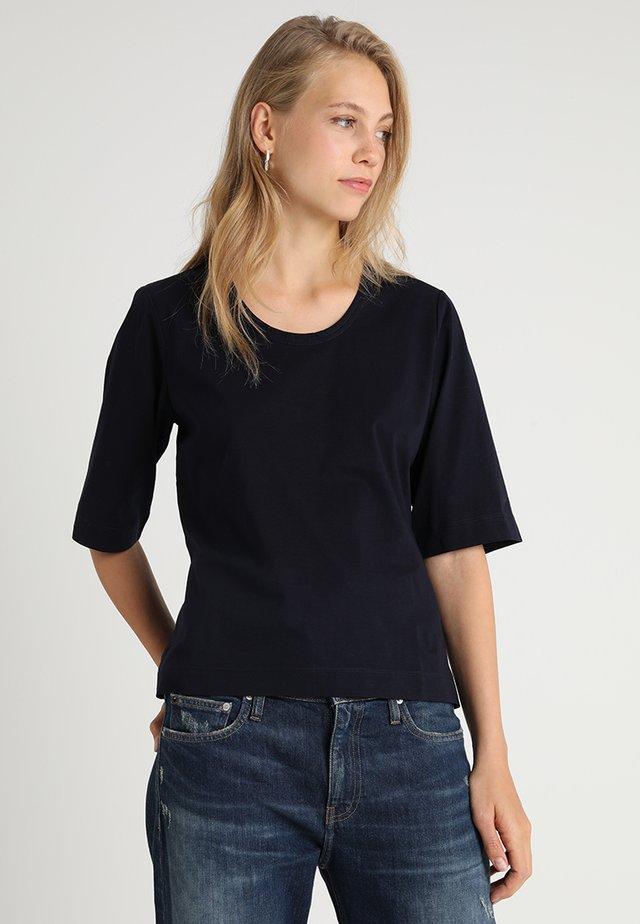 LIONA - T-Shirt basic - deep well