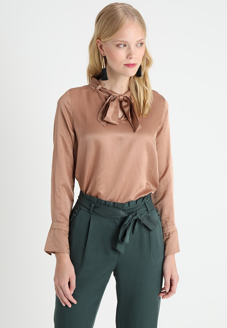 And Less - ABREE BLOUSE - Blouse - beaver