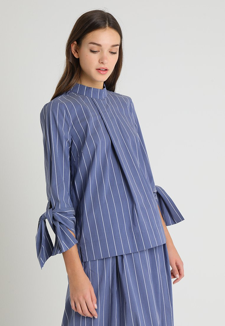 And Less - BIRDCHERRY BLOUSE - Blusa - blue