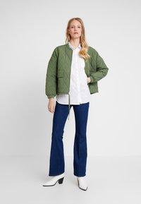 And Less - MARIAM JACKET - Bombejakke - four leaf clover - 1