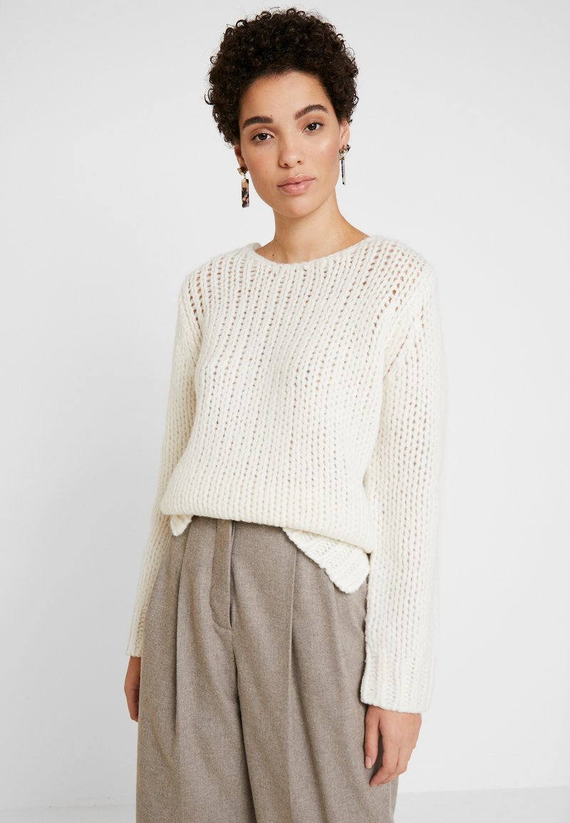 And Less - ENA PULLOVER - Stickad tröja - white alyssum