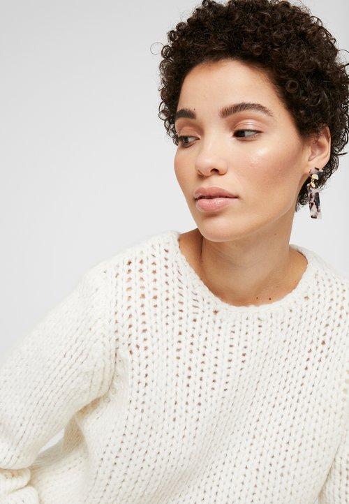 And Less ENA PULLOVER - Sweter - white alyssum Odzież Damska BJND-PB6 gorąca wyprzedaż w 2019 roku