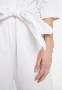And Less - ALONZO - Tuta jumpsuit - brilliant white - 6