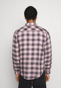 Another Influence - LONGSLEEVED CHECK SHIRT - Skjorta - blue/pink - 2