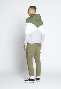 Another Influence - UTILITY CARGO PANTS - Cargobroek - khaki - 2