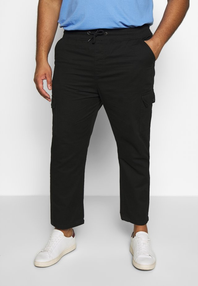 UTILITY PANTS IN PLUS - Cargobukser - black