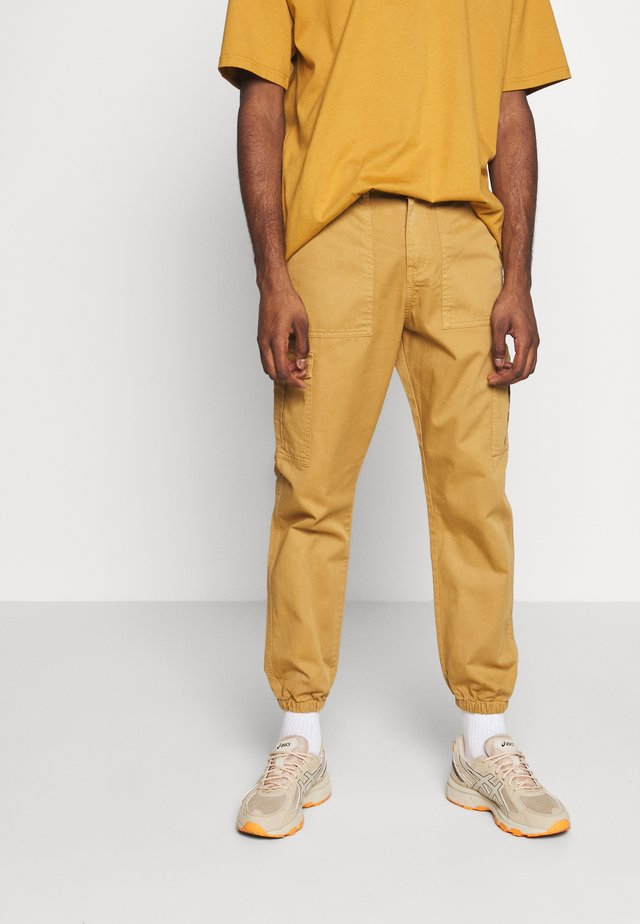 TROUSERS - Cargobyxor - sand