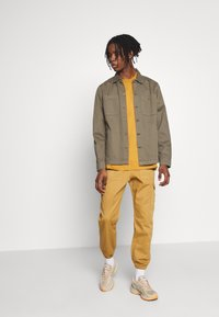 Another Influence - TROUSERS - Cargobyxor - sand - 1