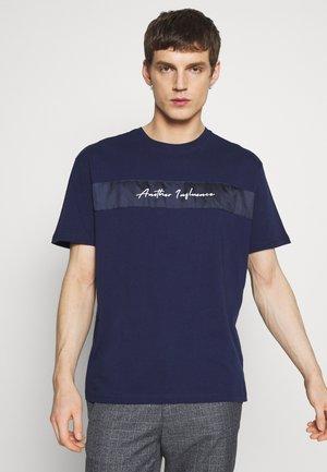 OVERSIZED SIGNATURE  - Print T-shirt - navy