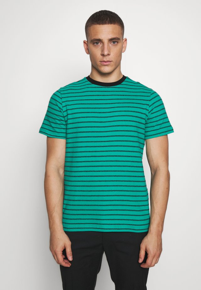 ANOTHER INFLUENCE STRIPE - T-shirts med print - green/black