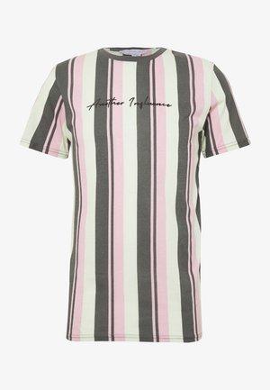 SIGNATURE VERTICAL STRIPE - T-shirt med print - grey/mint/pink
