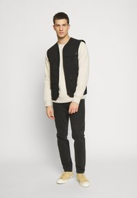 Another Influence - UTILITY GILET - Smanicato - black - 1