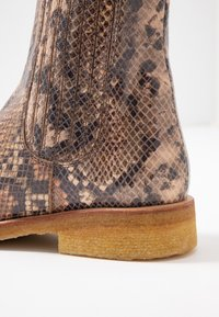 ANGULUS - Classic ankle boots - beige - 2
