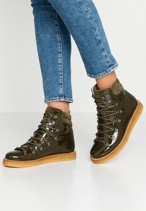 Šněrovací kotníkové boty - khaki