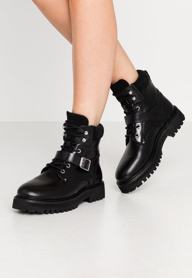 PAULINA - Kovbojské/motorkářské boty - black