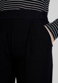 AllSaints - ALEIDA TROUSER - Bukse - black - 4