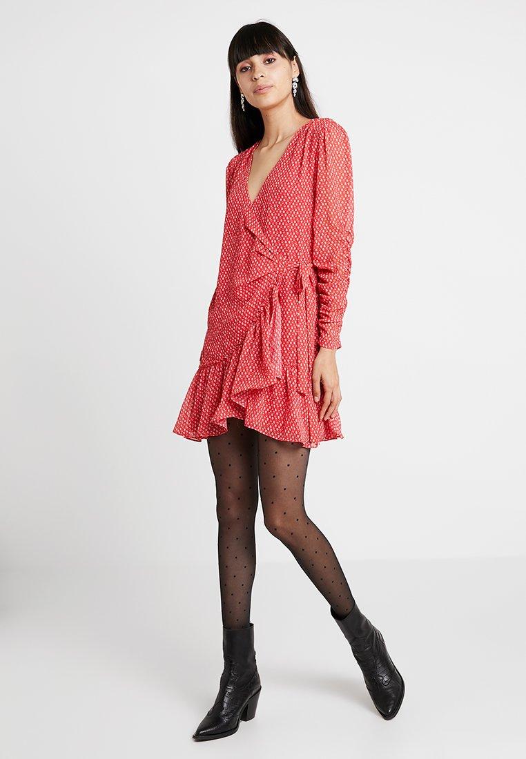 AllSaints - FLORES HEARTS DRESS - Blusenkleid - red