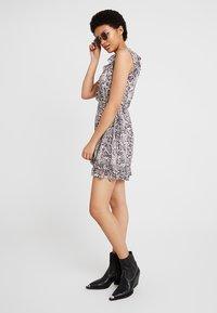 AllSaints - PRIYA MISRA DRESS - Kjole - white - 2