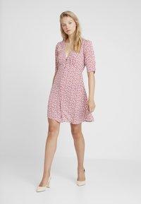 AllSaints - KOTA SCATTER DRESS - Vestito estivo - red - 1