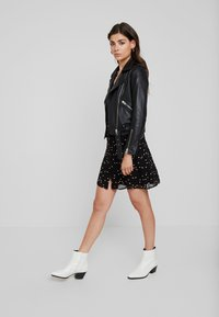 AllSaints - MALIE HEARTS DRESS - Skjortklänning - black - 2