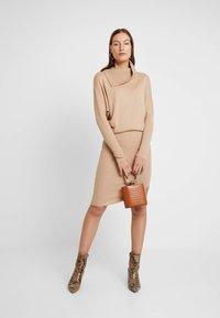 AllSaints - SOFI DRESS - Sukienka dzianinowa - toffee brown - 2