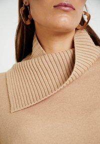 AllSaints - SOFI DRESS - Sukienka dzianinowa - toffee brown - 6
