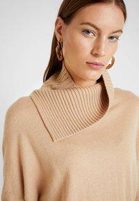AllSaints - SOFI DRESS - Sukienka dzianinowa - toffee brown - 4