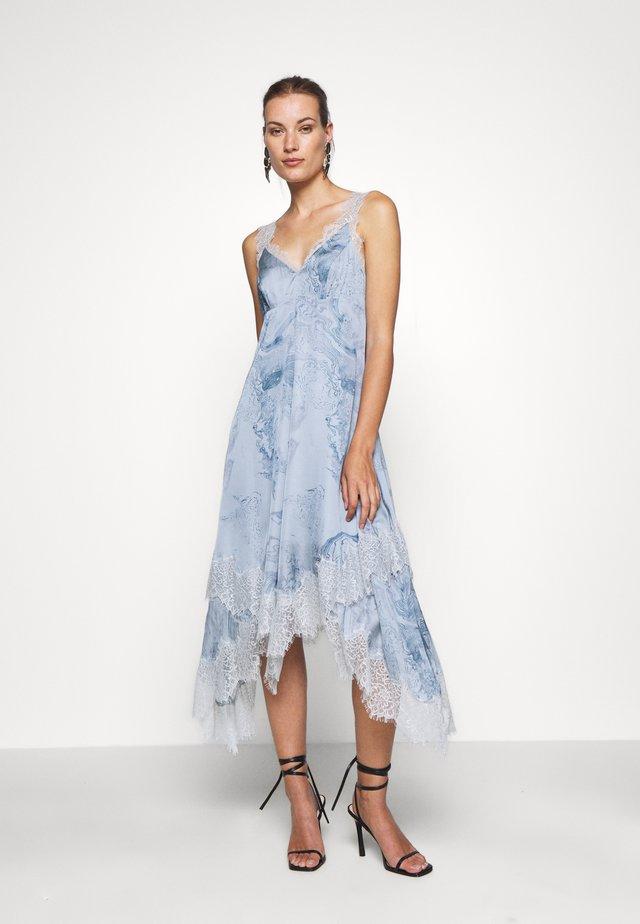 SKYLAR HATSUKOI DRESS - Hverdagskjoler - powder blue