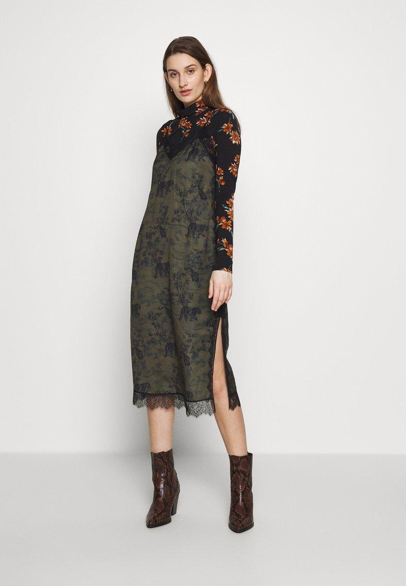 AllSaints - SKY STRENGTH DRESS - Kjole - khaki/green