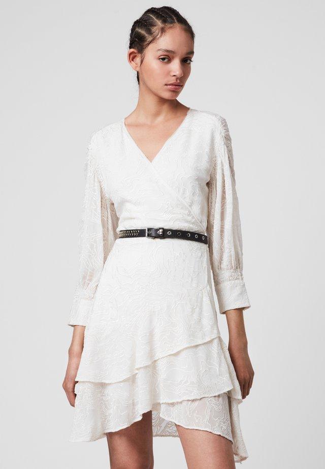KEVA  - Korte jurk - white