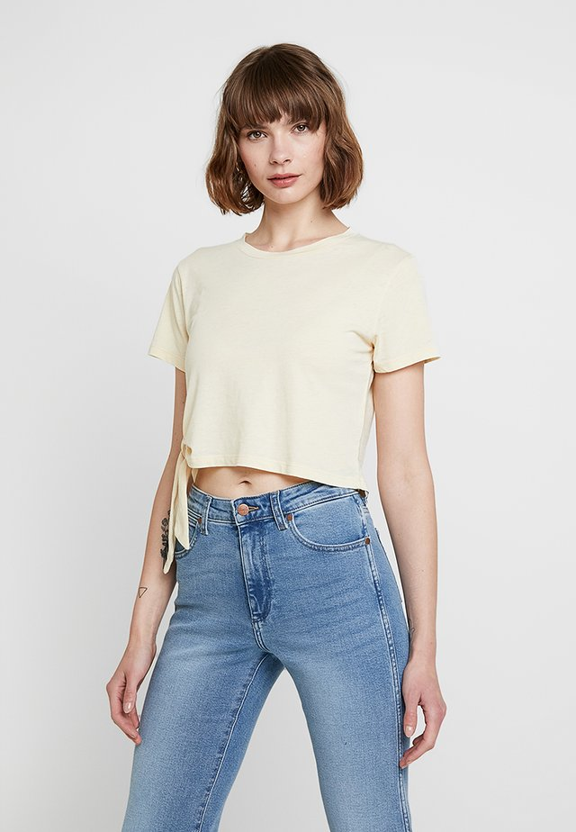 TUJEN TEE - T-shirt imprimé - yellow