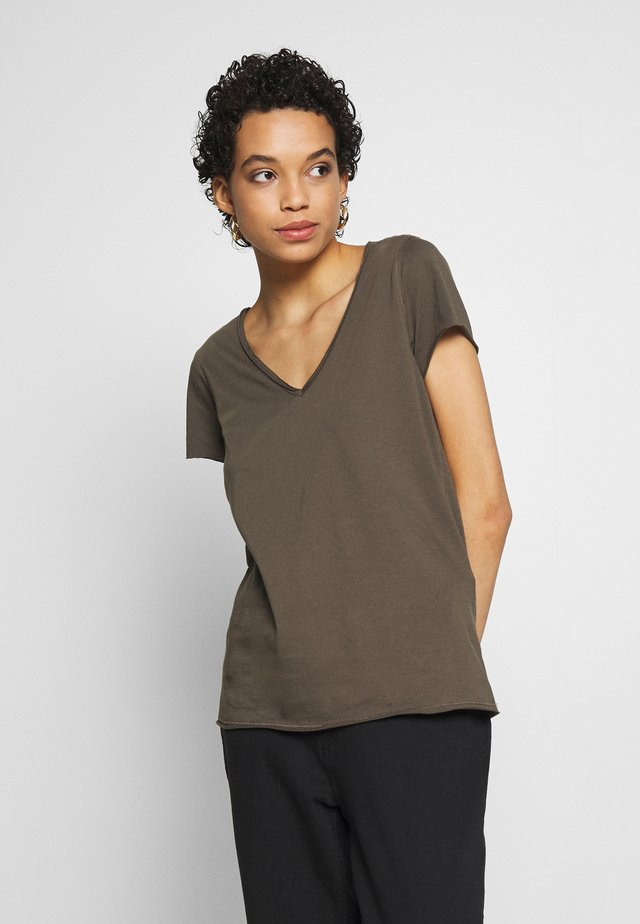 EMELYN TONIC TEE - T-shirts basic - khaki green