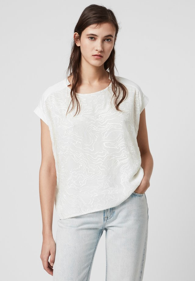 PALMER PINA - T-shirt z nadrukiem - white