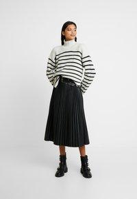 AllSaints - MELODY JUMPER - Jersey de punto - white/black - 1