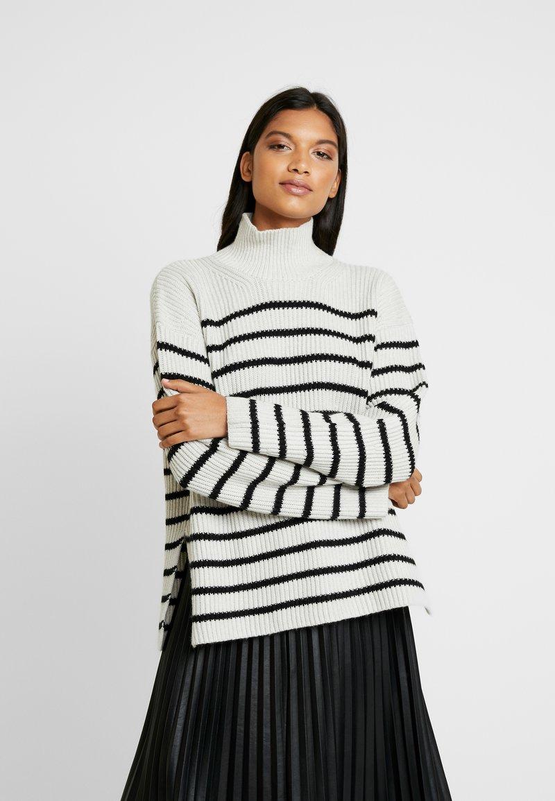 AllSaints - MELODY JUMPER - Jersey de punto - white/black