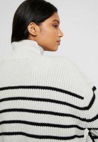 AllSaints - MELODY JUMPER - Jersey de punto - white/black - 5