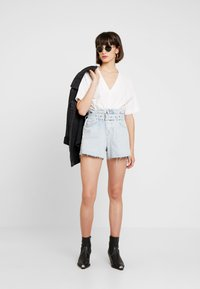 AllSaints - HANNAH PAPER BAG - Denim shorts - light-blue denim - 2