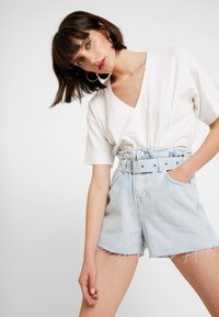 AllSaints - HANNAH PAPER BAG - Denim shorts - light-blue denim - 4