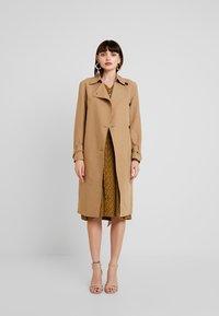AllSaints - AVITA - Trenchcoat - tawny brown - 1