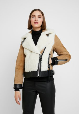 ELIA SHEARLING - Leather jacket - toffee/chalk white